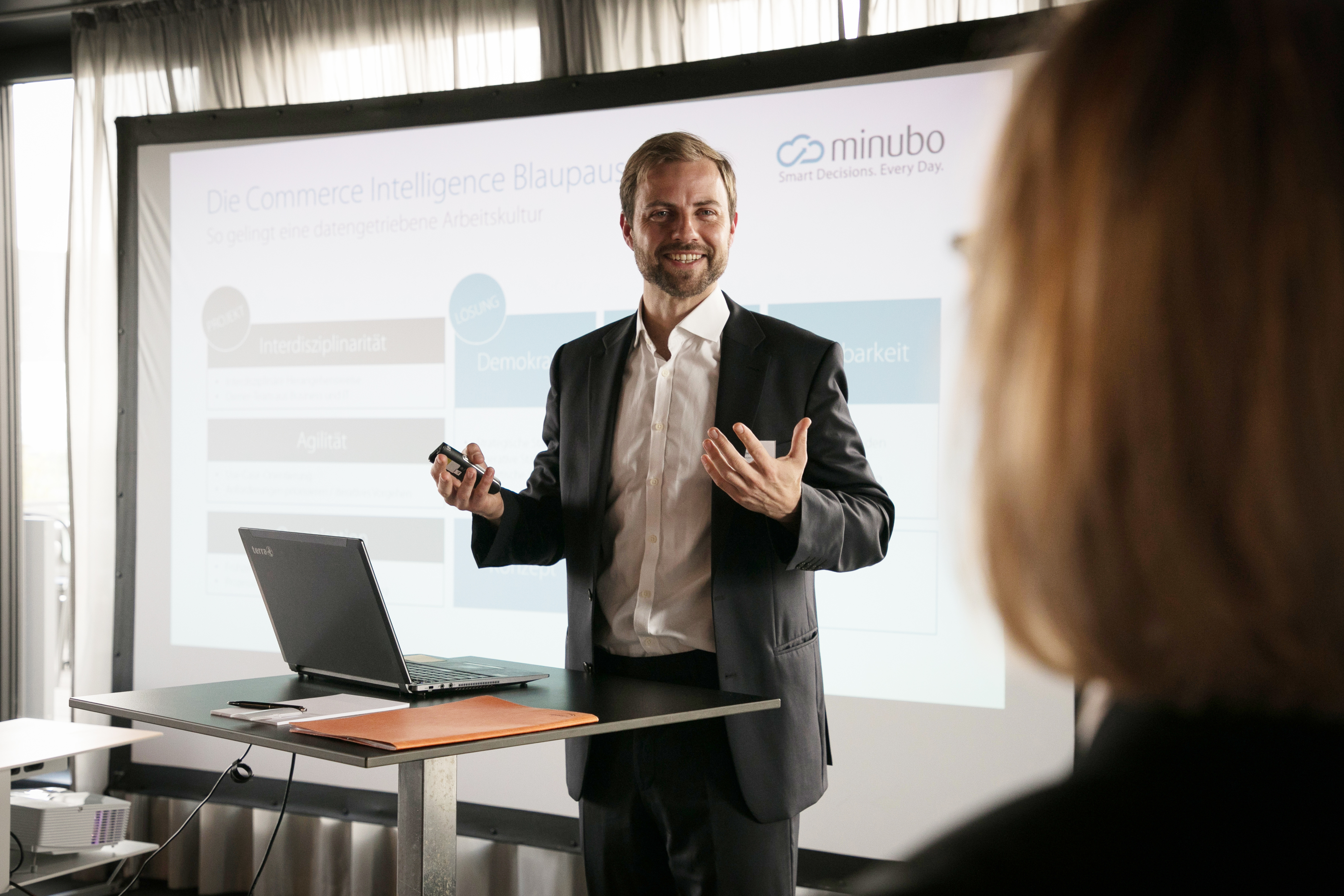Lasse Klüver of minubo Presents at the Members ONLY Event of e-velopment